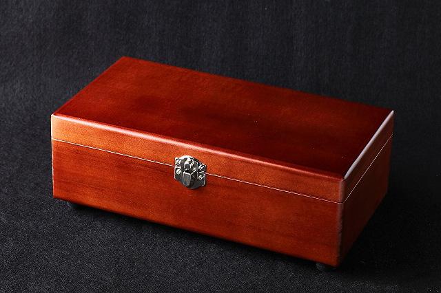 アガチス塗装木箱